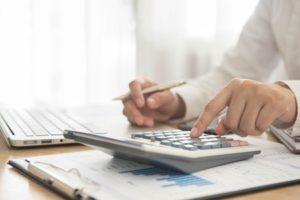 Wieloletnie doświadczenie ikompetencje wdoradztwie kredytowym.